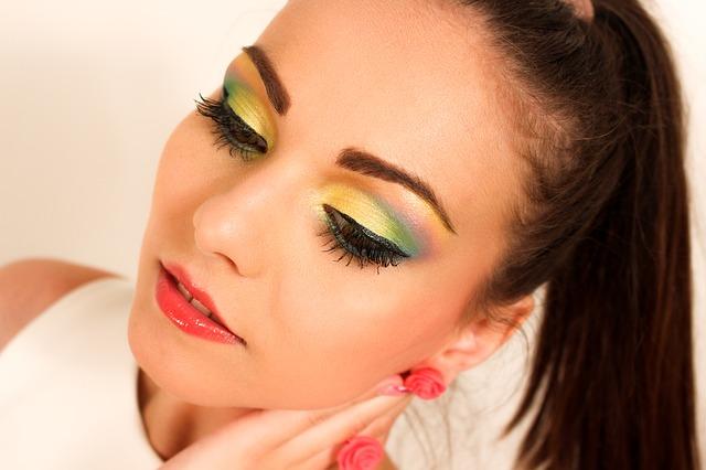kobieta w makijażu