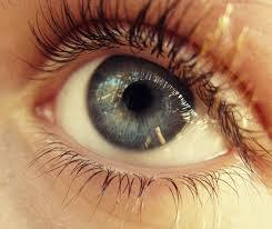 Kobiece oko w zbliżeniu