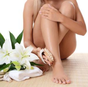 kobiece nogi podczas pielęgnacji