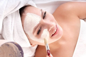 chemiczny peeling w salonie kosmetycznym